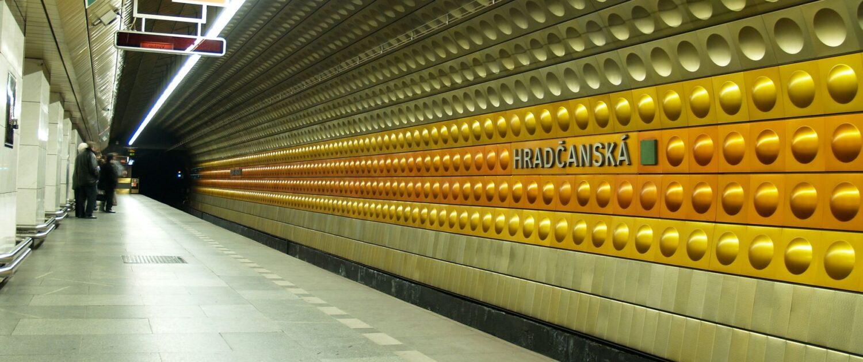 Metro Hradčanská