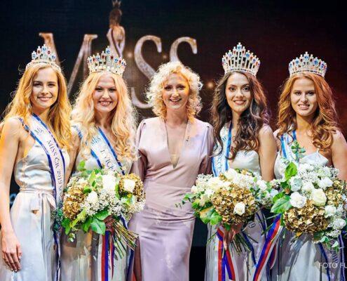 Miss České republiky 2019 s Dominika Fousová, Sára Lyčková, Nikola Kokyová, Domča Benáková a Foto Aleš Funke.