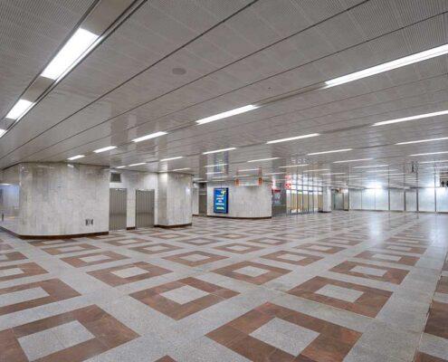 Zmodernizovaný vestibul Na Knížecí ve stanici metra Anděl